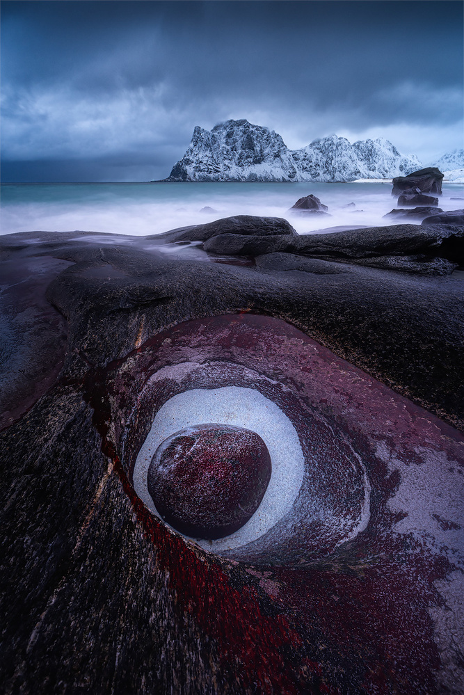 The eye, Lofoten classic by Kevin Teerlynck