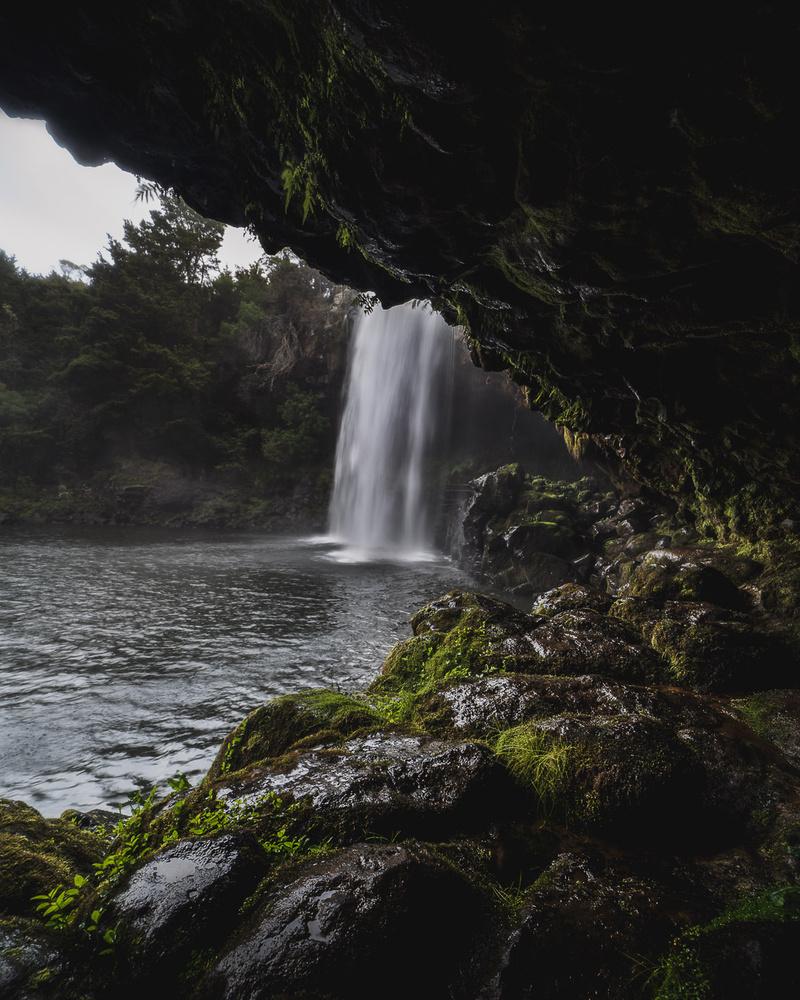 Behind Rainbow Falls by Ryan Hill