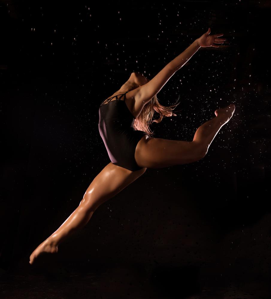 Flying dancer by Saba Hatzimarkos