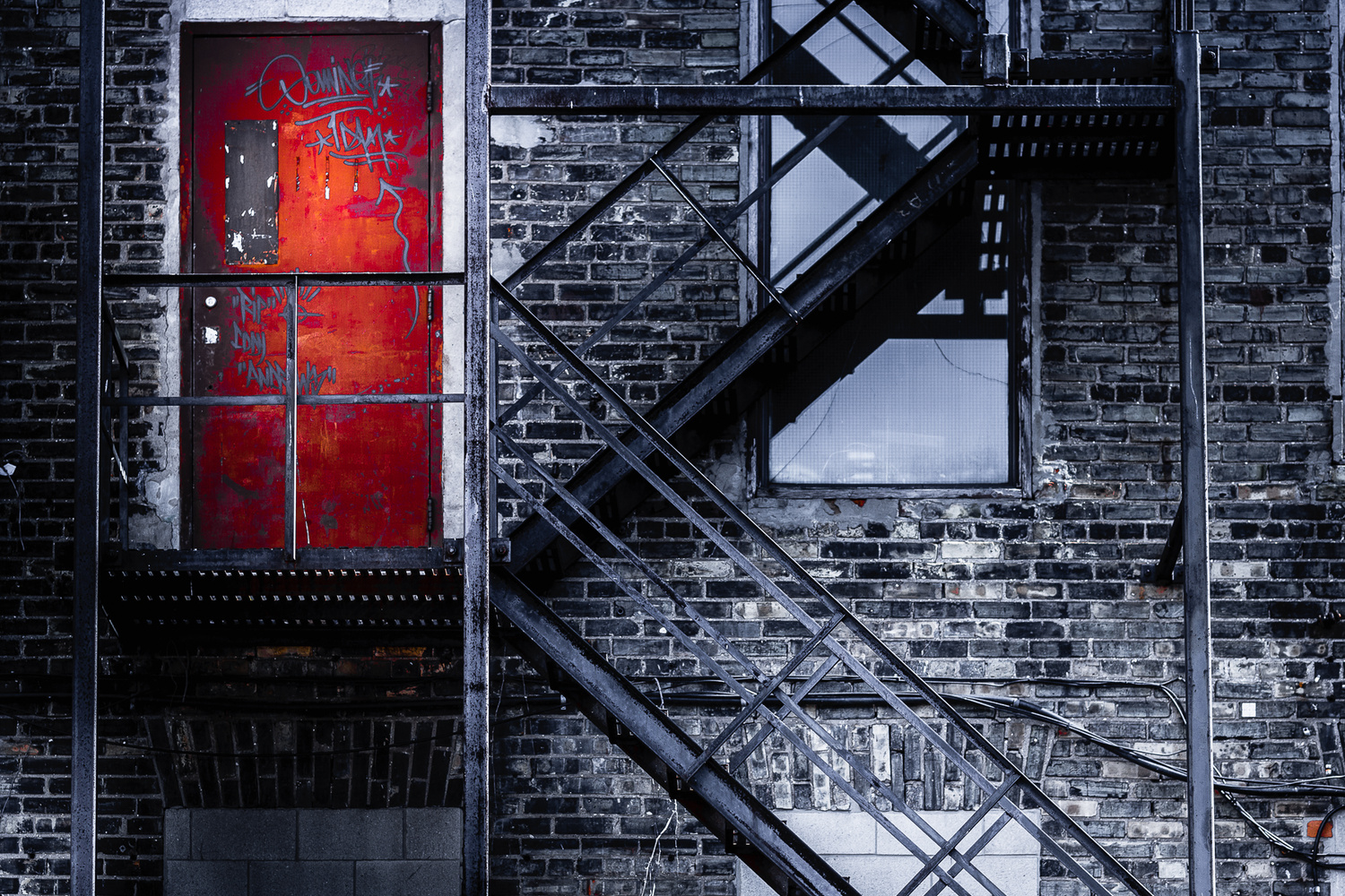 A red door by Andrei Grichine