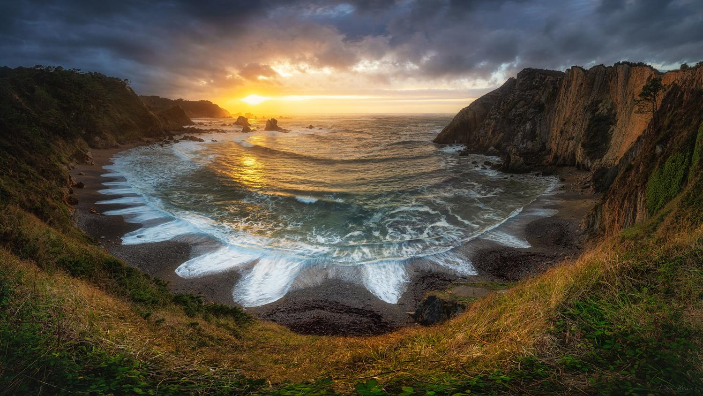 Royal Beach by Lior Akunis