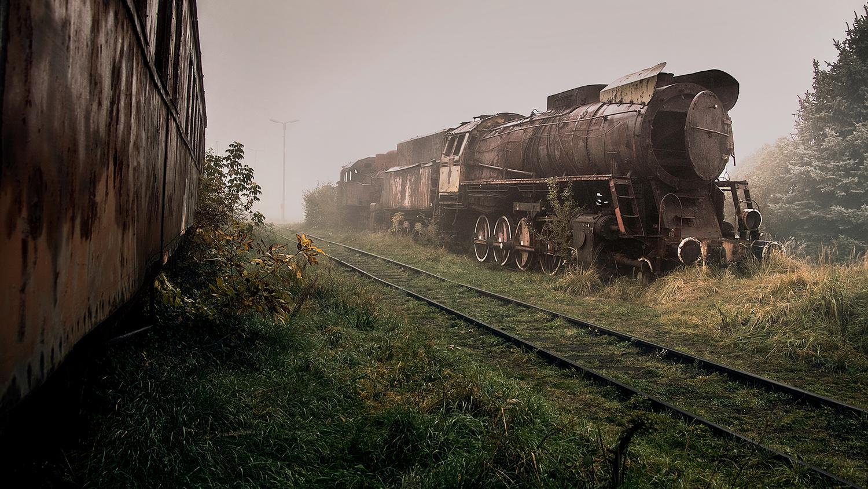 dead train by Paweł Dabrowski