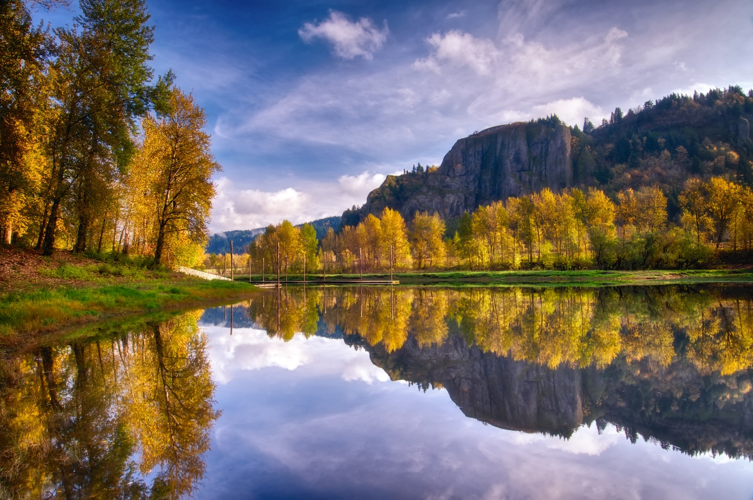 Columbia Gorge Reflections by Bruce Lee