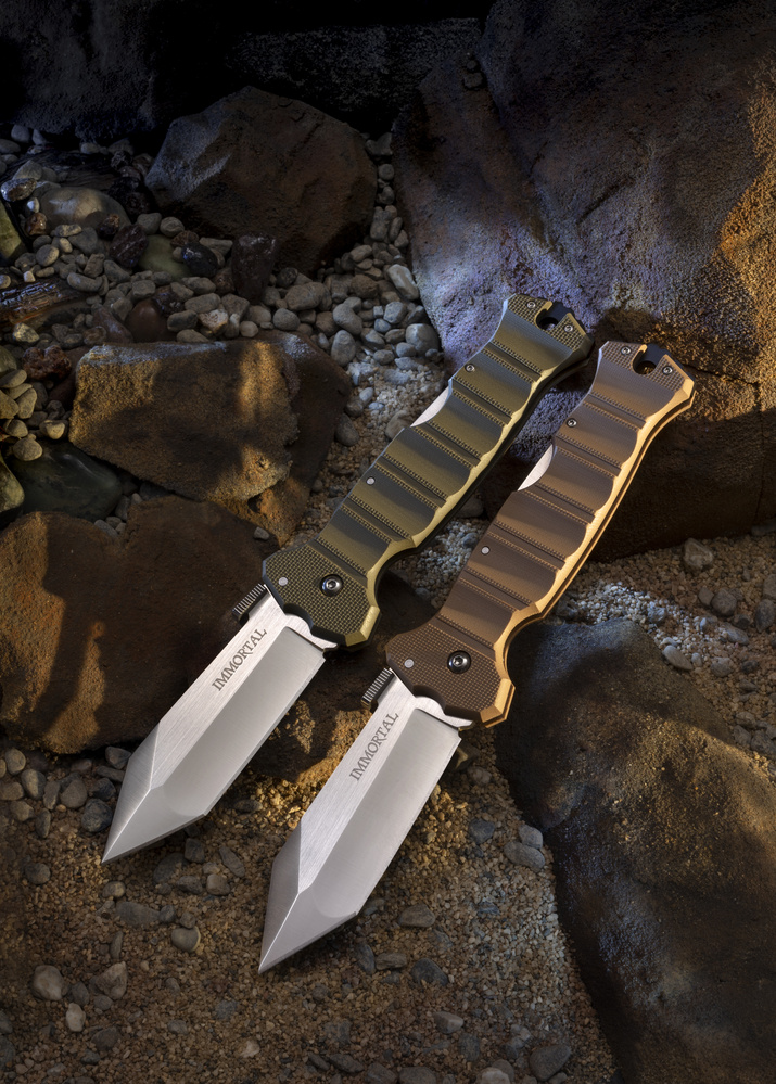 Cover Shot featuring two knives by Michael Barroca