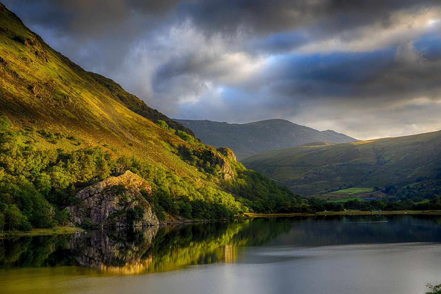 The foot of the mountain Gallt Y Wenallt running into the lake Llyn Gwynant by Will Dale