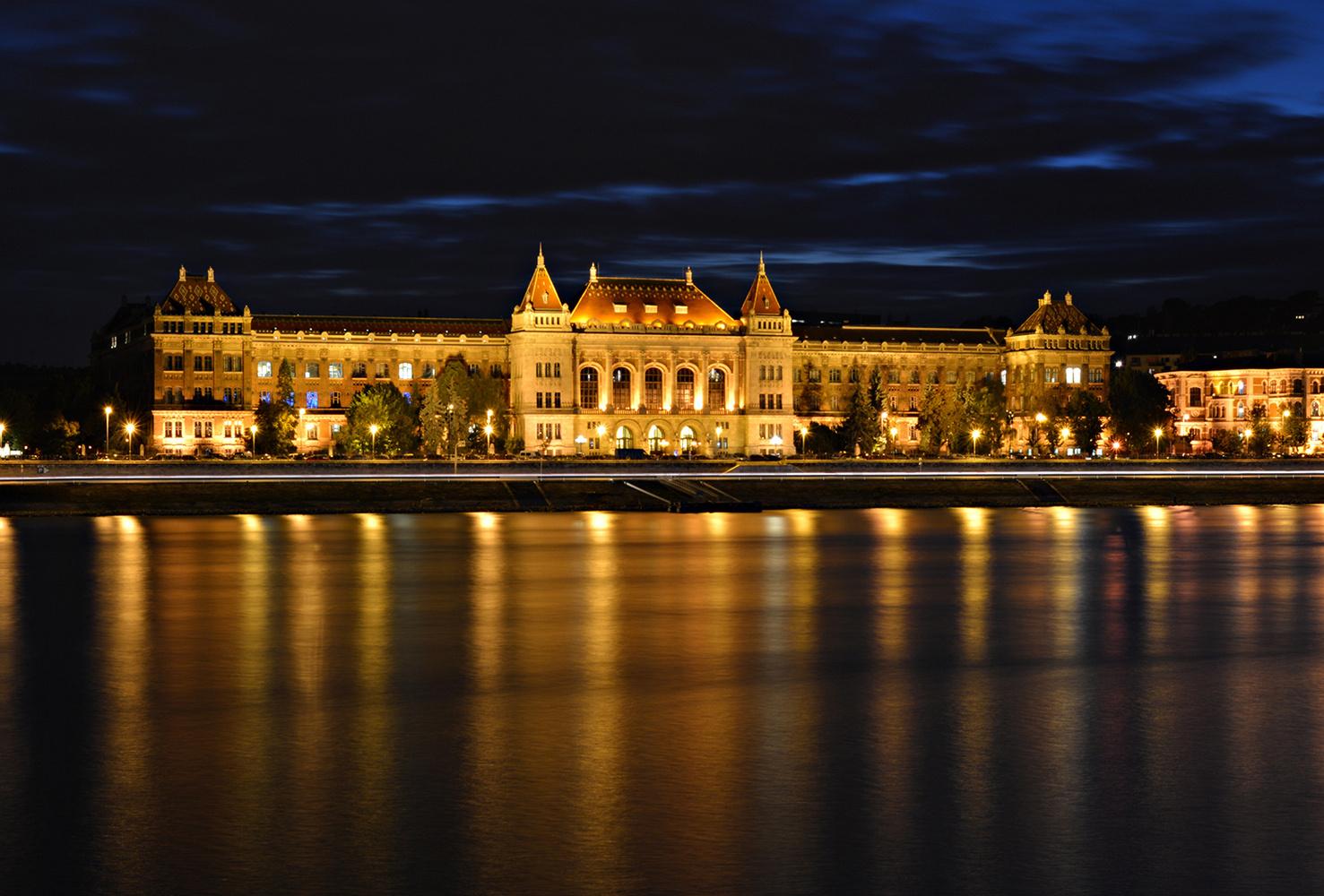 Budapest by Dalibor Vilovski