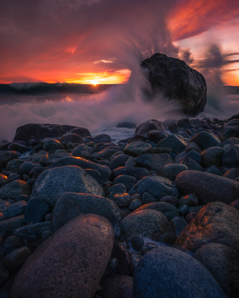 A windy and colourful sunset by Roger Kristiansen