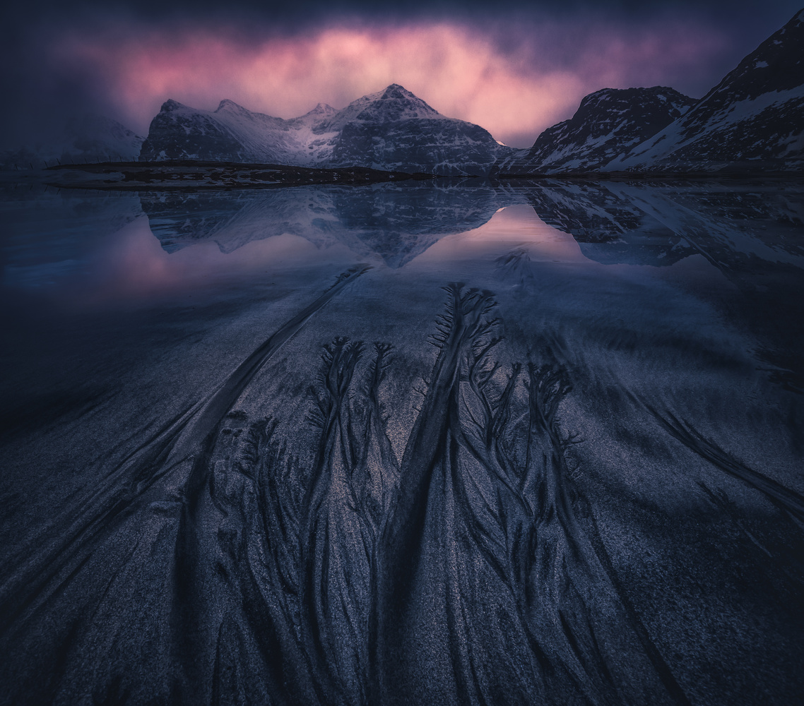Patterns at Skagsanden in Lofoten by Roger Kristiansen
