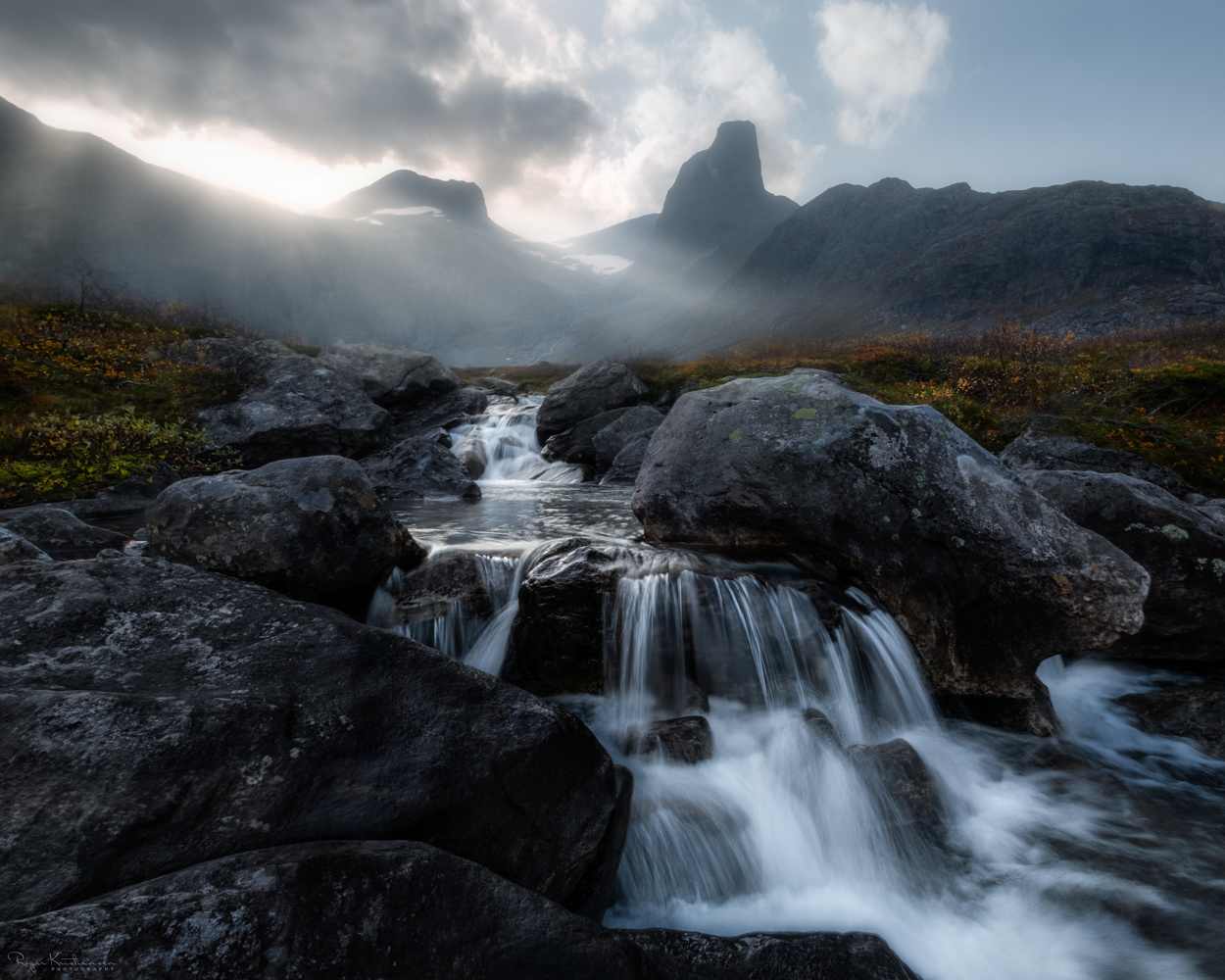 Hazy morning in the Norwegian mountains by Roger Kristiansen