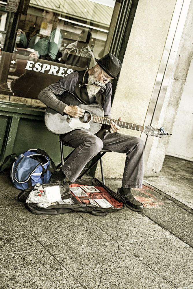 Seattle street musician by mark holoubek