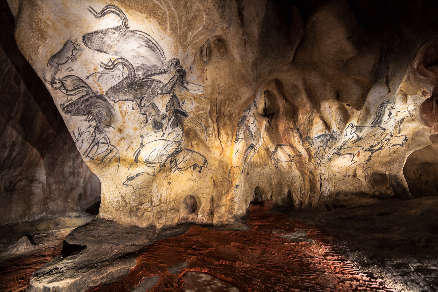 Painting cave by david huguet