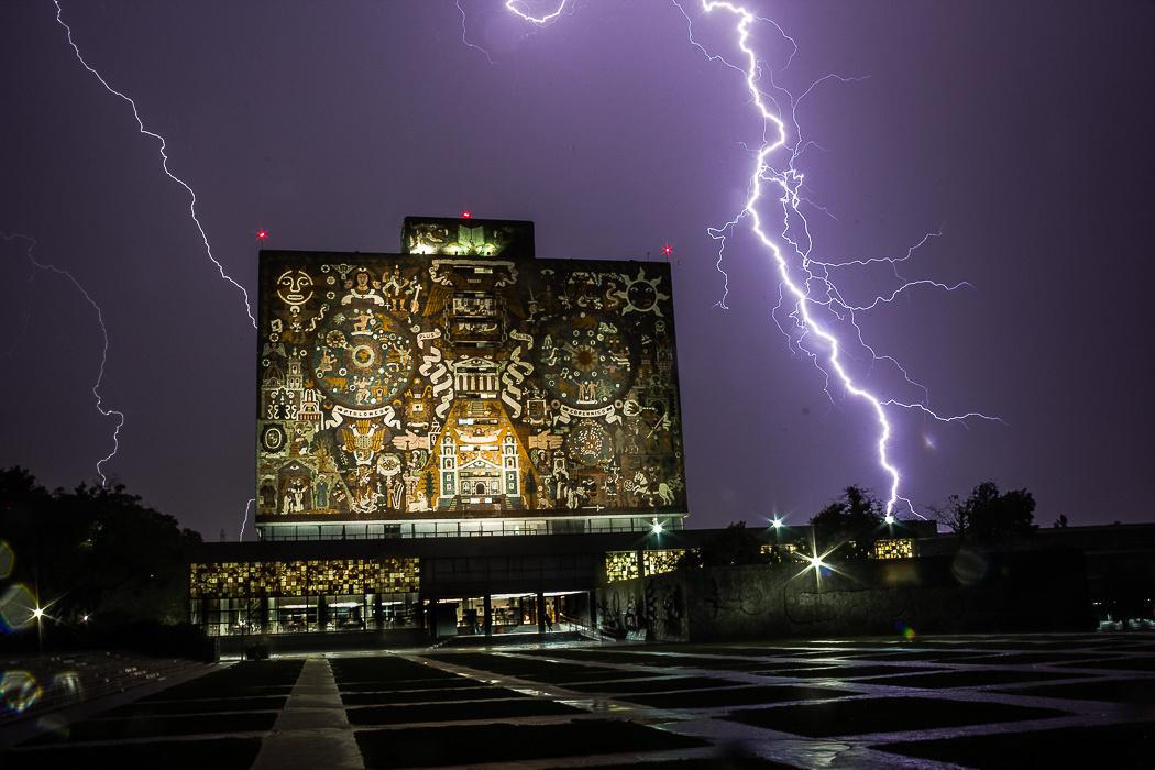 CU Lightning (CDMX) by Antonio Busqueta