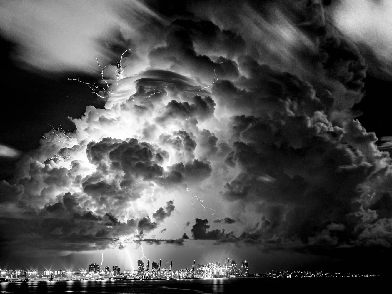 Lightning serie Port Of Miami 2 by ronan colin