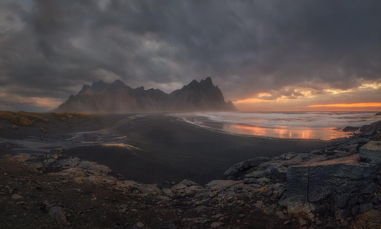 Golden sunrise. by Juan Romero Salamanca
