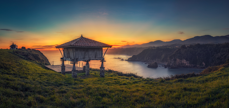 Hórreo at sunrise by Juan Romero Salamanca