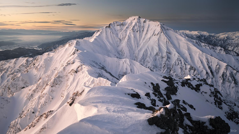 The ridgeline to Mt.Goryu by Taisuke Goto