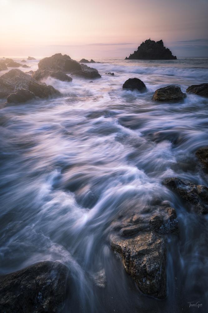 Waves, rocks and sunrise by Taisuke Goto