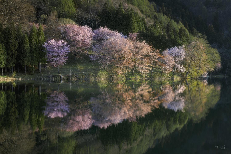 Lake Nakatsuna by Taisuke Goto