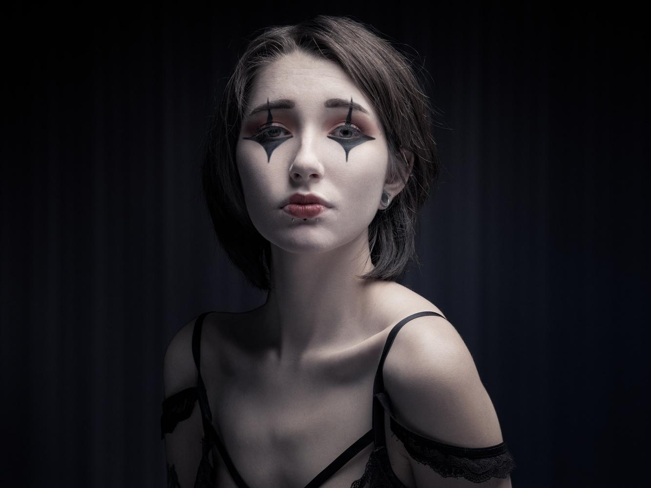 Une poupée solitaire by stephane rouxel