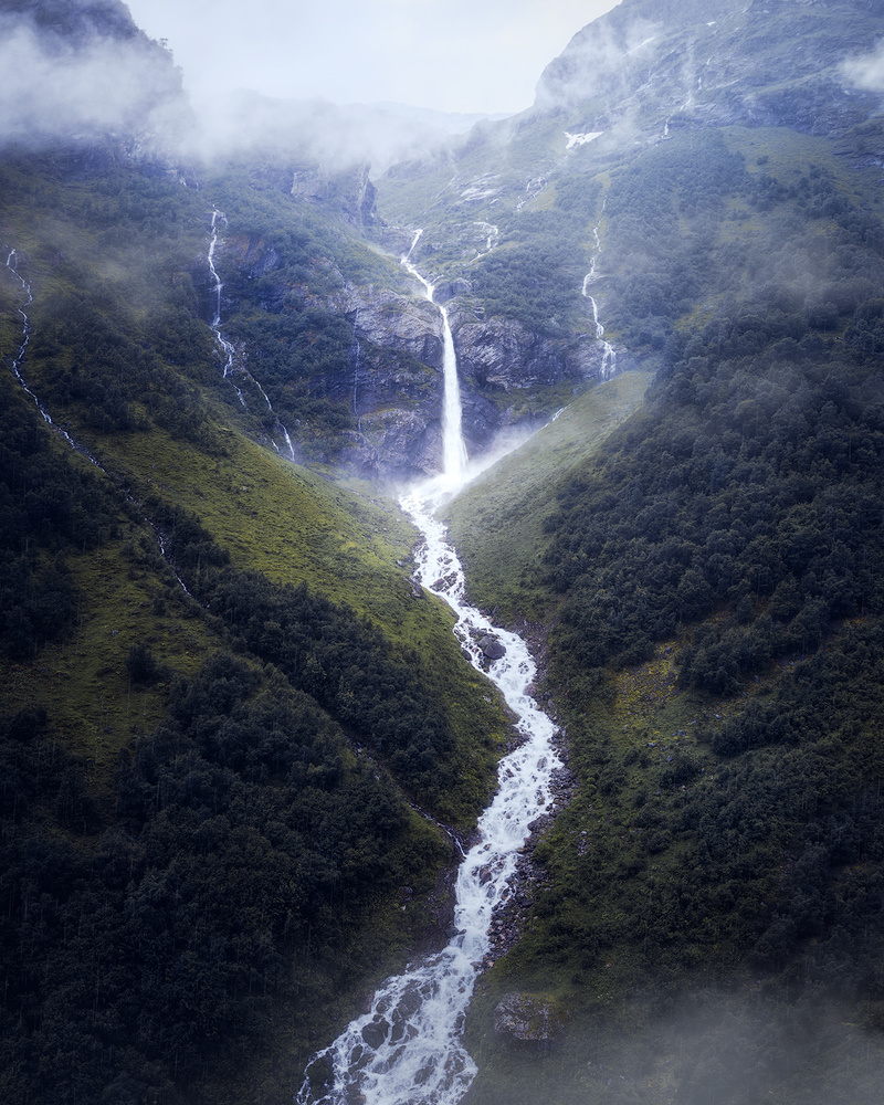 The moody falls by Fredrik Strømme