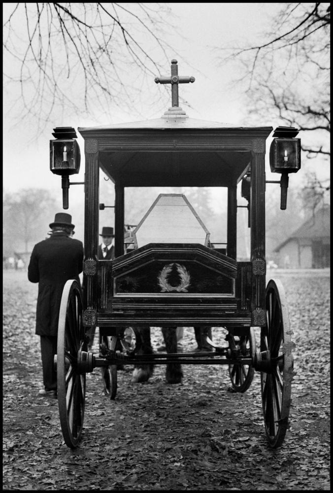 Dodenwagen by Etienne Chalmet