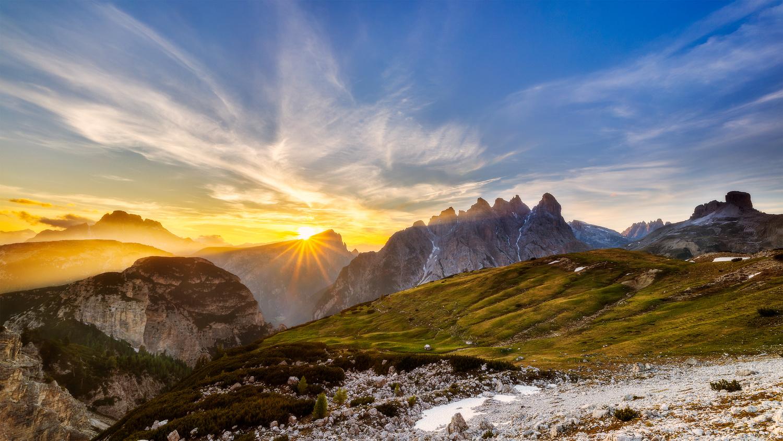 Sunset in mountain kingdom by Tadej Žlahtič