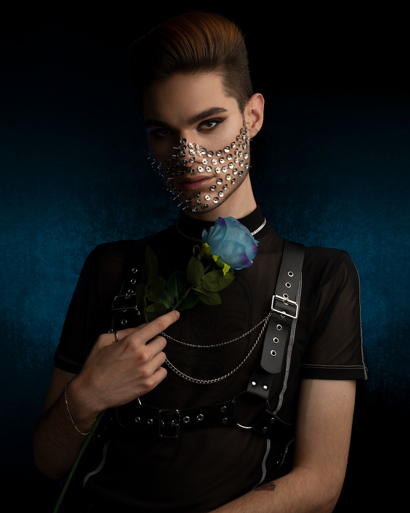 Male portrait with interesting makeup by Nizar Hezhaz