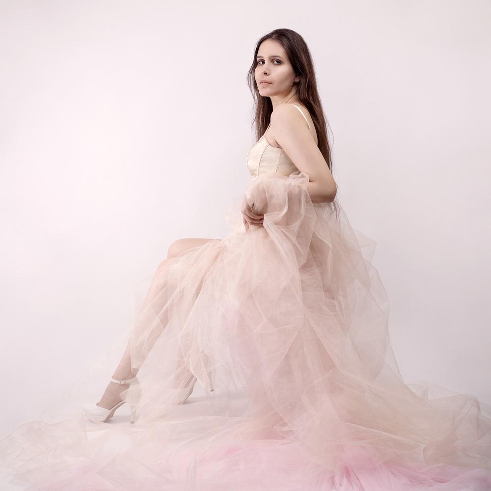 Portrait shoot in pink by Nizar Hezhaz