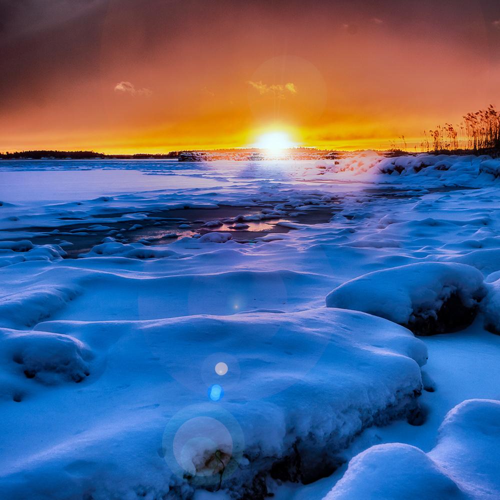 Snowy Sunset by Ville Saarinen