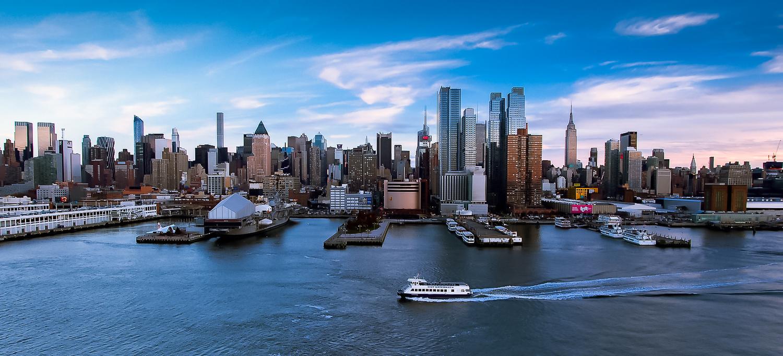 New York Skyline by Halexan Akayinski