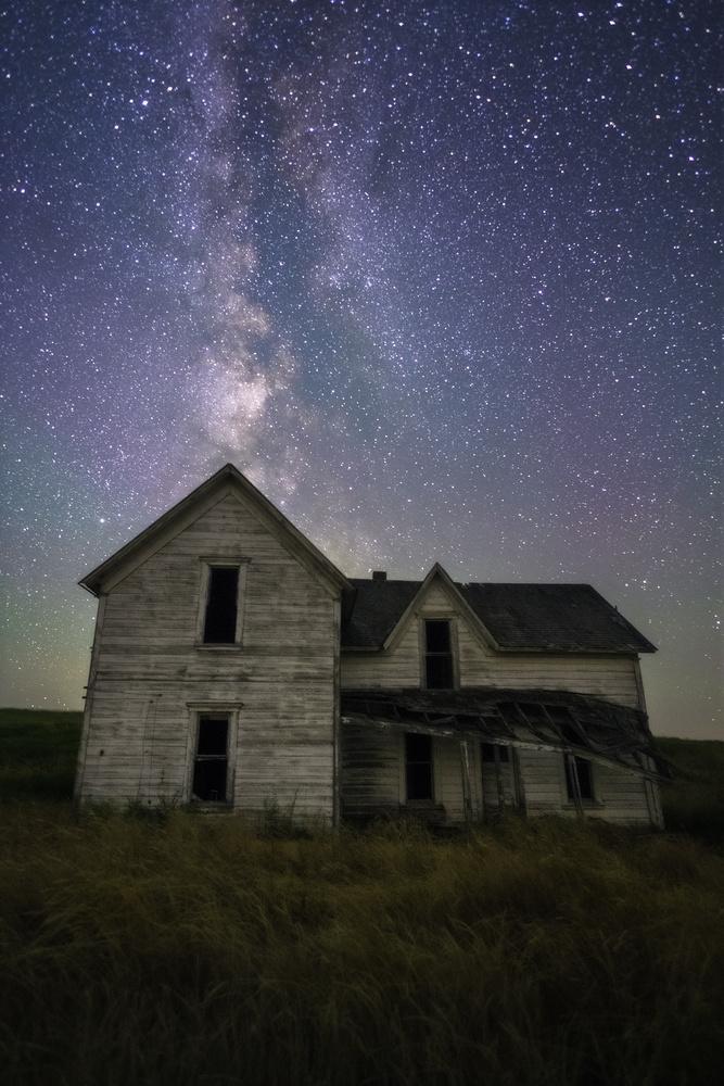 Spooky Ol' House by Daniel Gomez