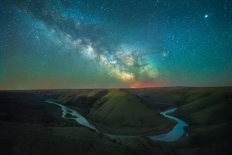 Canyon-Land by Daniel Gomez