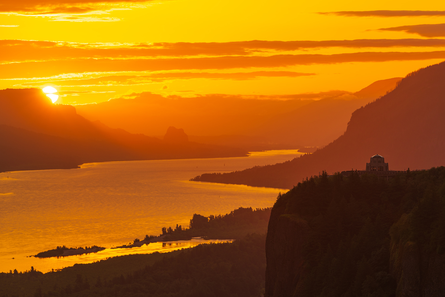 Sunrise in the Columbia River Gorge by Daniel Gomez