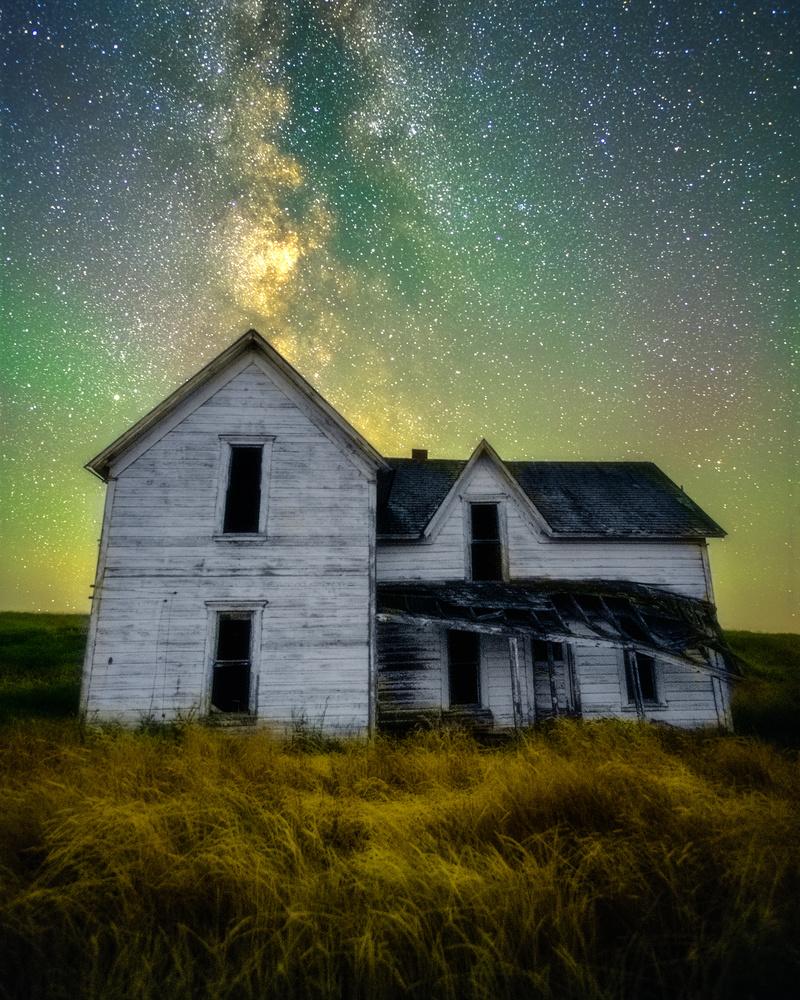Airglow by Daniel Gomez