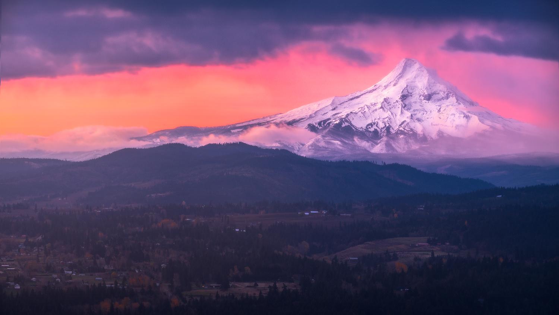 Mt. Hood Ablaze by Daniel Gomez