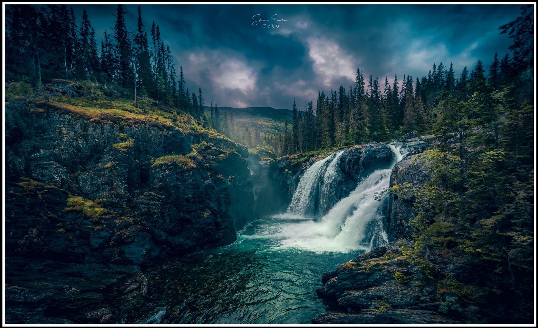 Rjukande Waterfall by Jan Eide