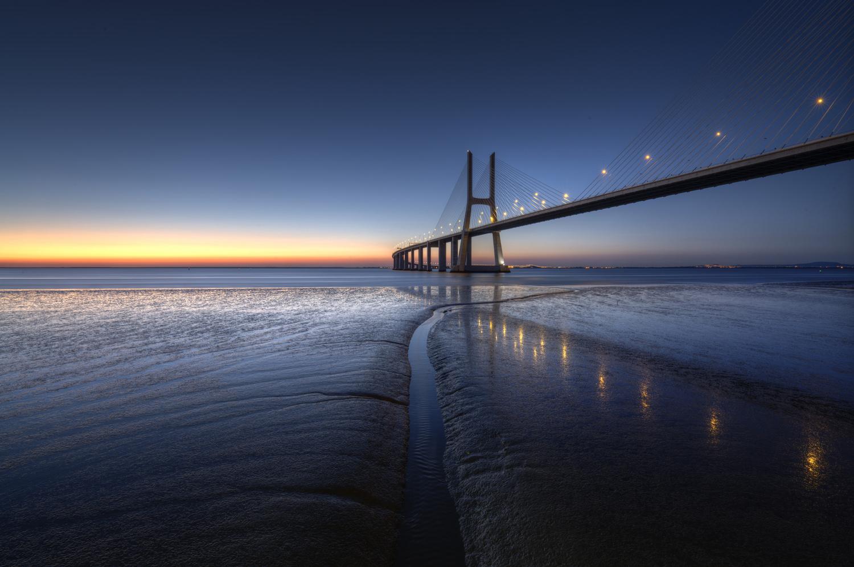 Sunrise at Vasco da Gama Bridge - Lisboa by Léonard Rodriguez