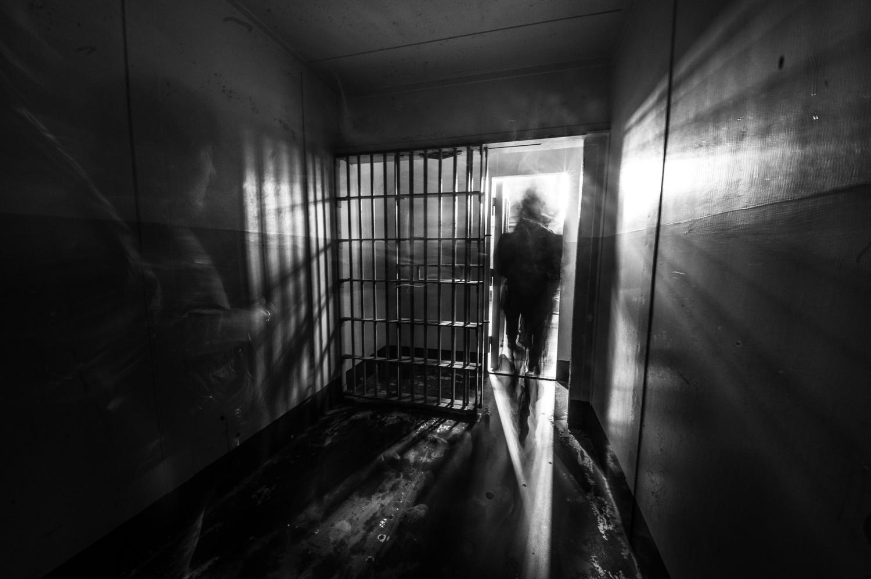 A Cell in Alcatraz Prison - San Francisco by Léonard Rodriguez