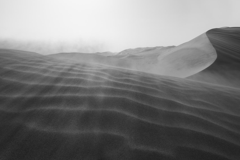 Sand dunes in the Gobi desert, Dunhuang, Chine by Léonard Rodriguez