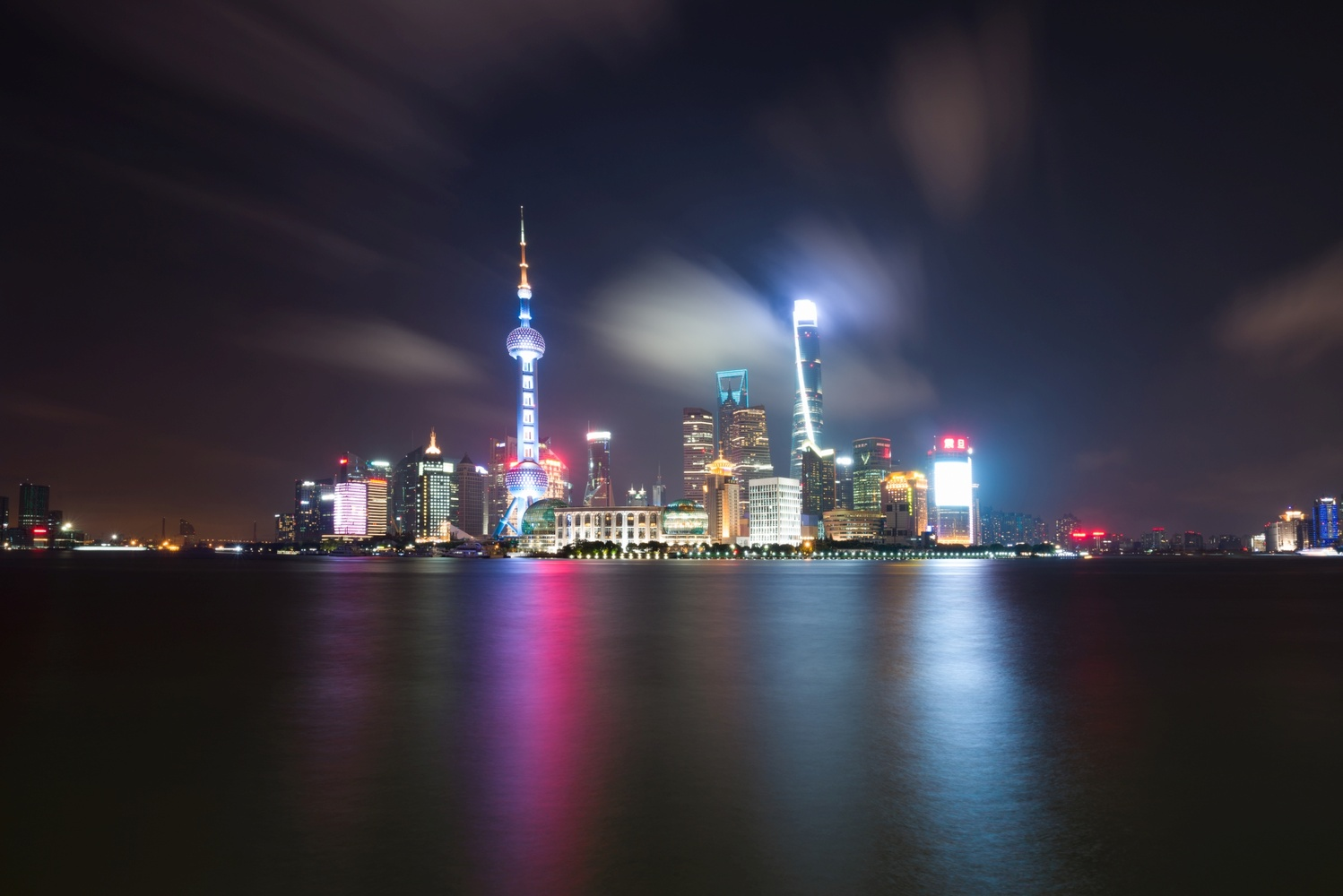 Pudong skyline by night, seen from the Bund 上海 by Léonard Rodriguez