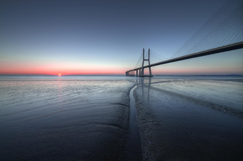 Ponte Vasco da Gama - Lisboa by Léonard Rodriguez