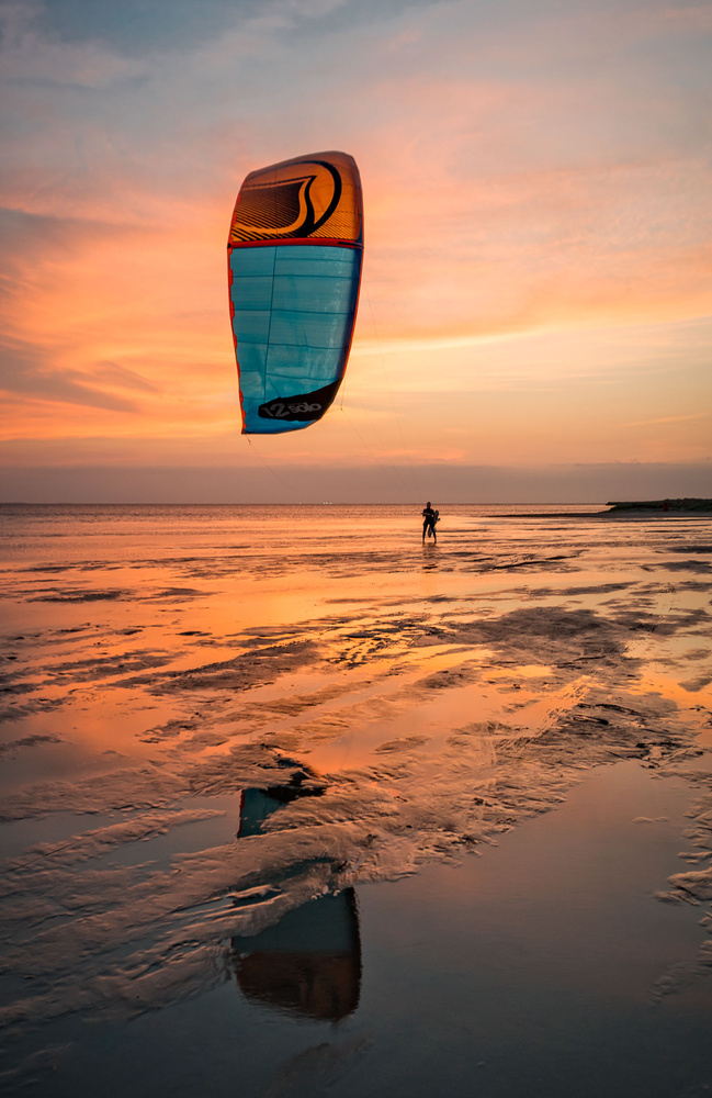 End of a Great Kiting Day by Hudson Henry