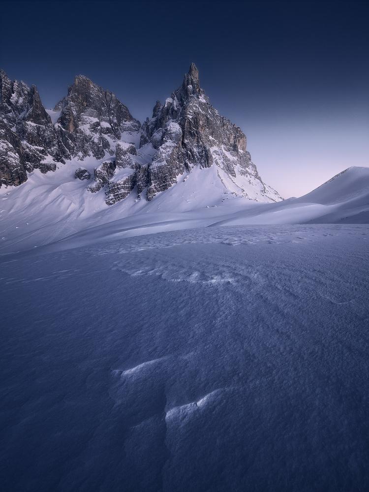 Waves by Michele Buttazzoni