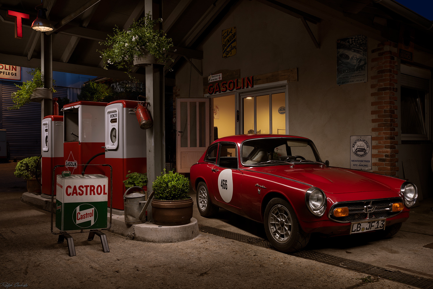 Classic gas station by Ralph Oechsle