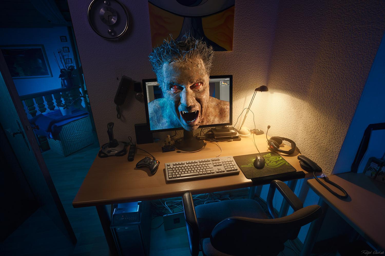 The desk - unleash the beast by Ralph Oechsle
