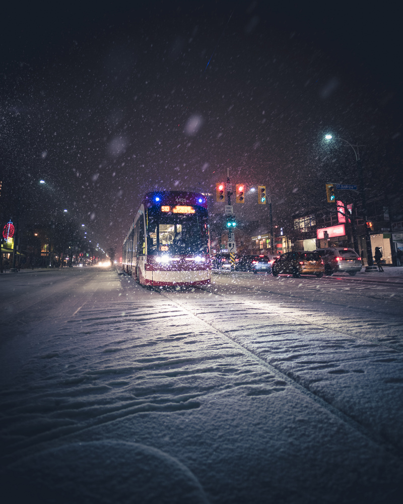 Winter in the city by GARY CUMMINS
