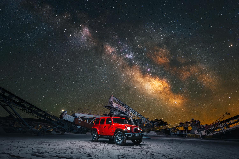Beep Beep Jeep Jeep by GARY CUMMINS