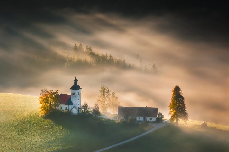 Autumn rays by Piotr Skrzypiec
