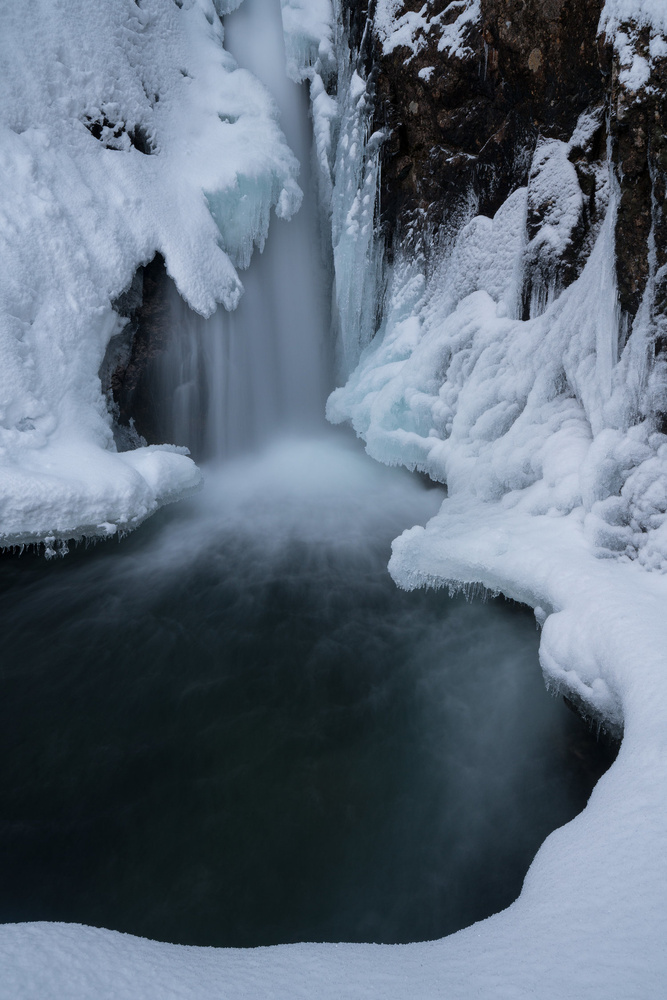 Frozen waterfall by Tomas Rolland