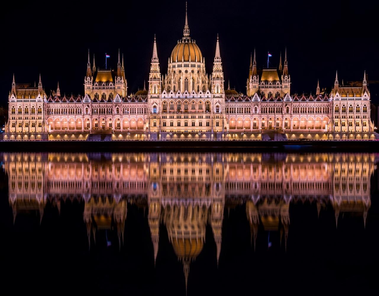 The Budapest Parliament by Massimiliano Coniglio
